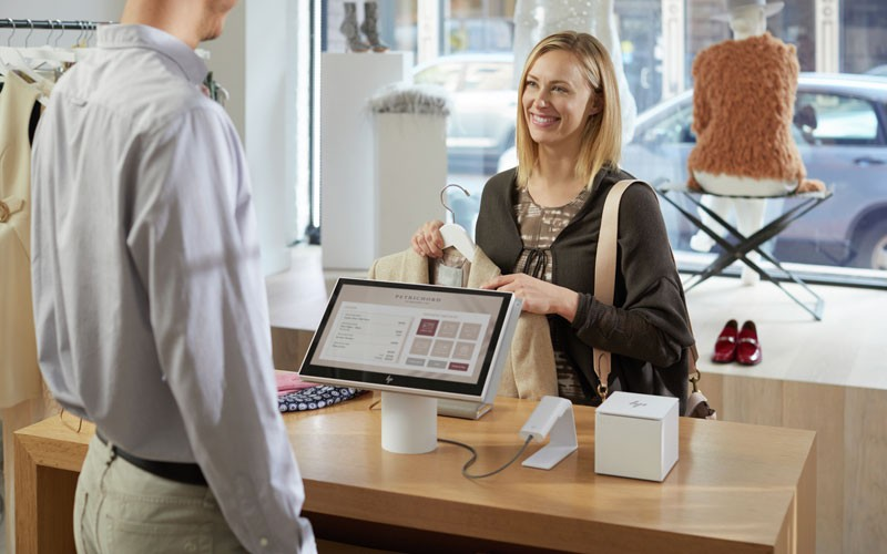 HP lifestyle shopper purchasing at check out with HP ElitePOS product